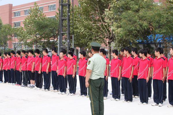 2012年××新生高一年级中学军训实施方案宜宾三中初中部报名时间图片